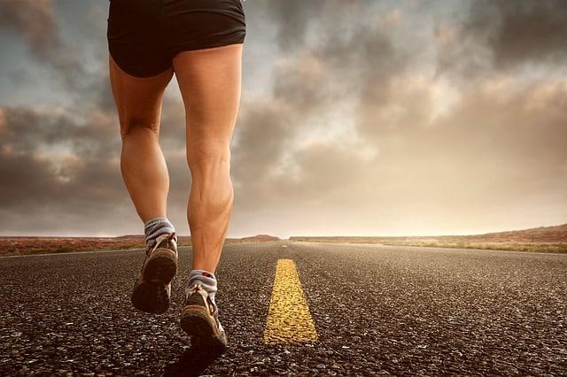 Se raser les jambes quand on est un homme : 10 raisons de le faire ou pas !