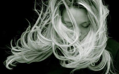 chevelure au vent