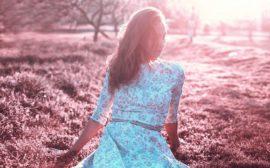 une robe avec fleurs fines
