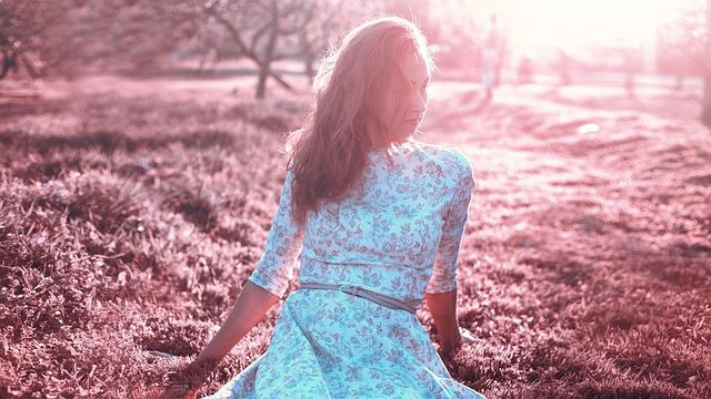 Comment porter avec style les robes à fleurs ?