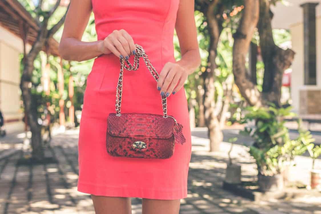 Le sac pochette : un incontournable pour la gente féminine