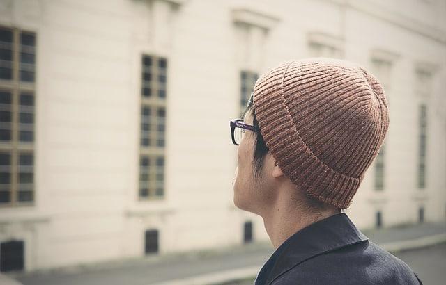 homme avec un bonnet