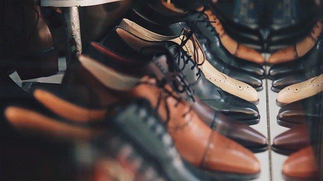 rayons de chaussures en cuir