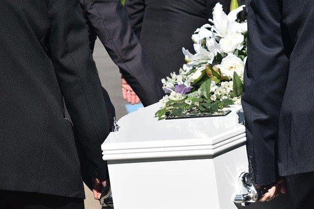 cercueil lors d'un enterrement